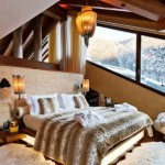 9-dormitor amenajat in tonuri de maro si bej decorat cu piatra naturala