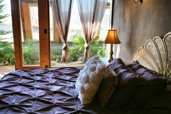dormitor casa off grid eco