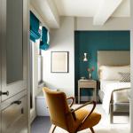 9-dormitor cu perete de accent albastru si mobila gri deschis