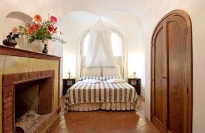 9-dormitor cu semineu hotel torre di clavel positano amalfi italia
