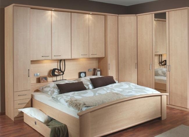 9-dormitor mic cu multe spatii de depozitare