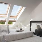 9-dormitor saltea asezata exact sub ferestrele inclinate de pe acoperisul mansardat