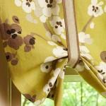 9-draperie stor din panza in nuante de vernil maro si crem fereastra bucatarie dupa renovare