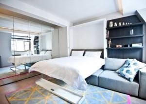 9-dulap cu fronturile placate cu oglinzi in amenajarea unui dormitor matrimonial