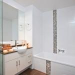 9-dunga verticala mozaic gri decor baie alba moderna