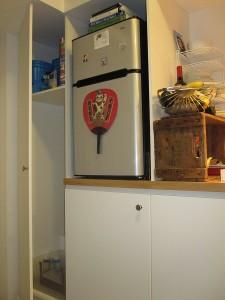 9-frigider mic si mobilier de bucatarie