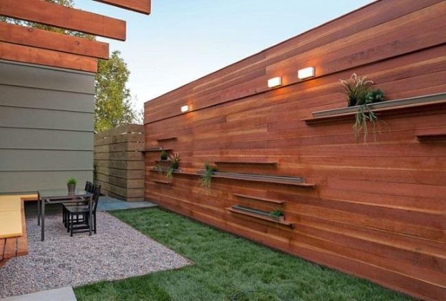 9-gard orizontal din lemn cu polite si iluminat decorative