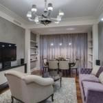 9-living elegant cu peretii finisati cu tapet decorativ gri