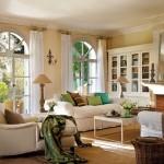 9-living frumos cu semineu amenajat si decorat in galben alb verde si tonuri de maro