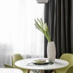 9-loc de luat masa cu scaune verde crud si masa alba amenajare apartament modern