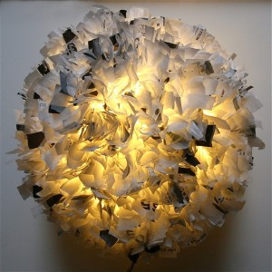 9-lustra sferica handmade confectionata din pungi de plastic reciclate