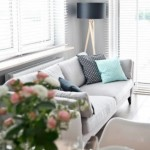 9-mic living scandinav in nuante de gri cu accente bleu pastel