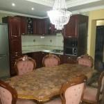 9-mobilier bucatarie casa amenajata in stil clasic accente baroc