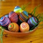 9-oua de paste decorate cu dungi colorate