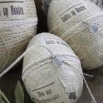 9-oua vintage de Paste impachetate in hartie de ziar si impodobite cu dantela