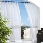 9-perdele albe vaporoase amenajare balcon cu aer mediteranean