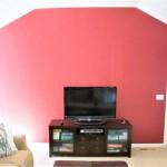 9-peretele tv din living zugravit in rosu inainte de amenajare