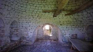 9-pereti din piatra interior casa trulli orasel alberobello italia