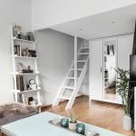 9-scara din lemn acces dormitor amenajat intr-un loft al apartamentului de 40 mp