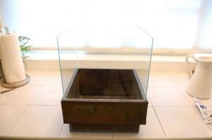 9-semineu decorativ dupa lipirea cubului din sticla pe bordura cutiei metalice