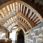 9-structura din lemn acoperis castel medieval Guedelon Franta