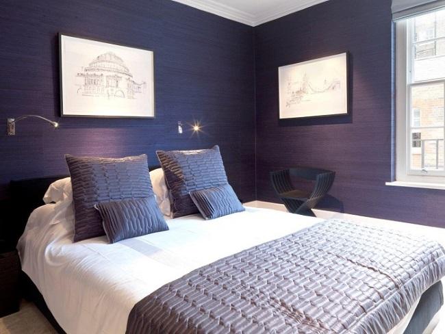 9-tapet decorativ in culoareal avandei aplicat pe toti peretii dormitorului