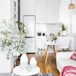 9-vedere din living spre bucataria moderna cu mobila alba a apartamentului de 45 mp