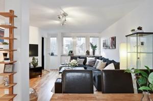 9-vedere spre living din locul de luat masa apartament mic semidecomandat