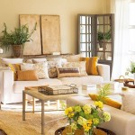 accesorii si decoratiuni galbene si aurii in amenajarea livingului