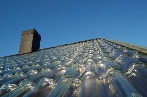 acoperis casa imbracat cu tigla din sticla soltech sistem incalzire solara