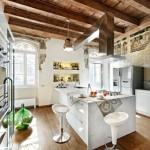 amenajare bucatarie moderna tavan rustic lemn masiv