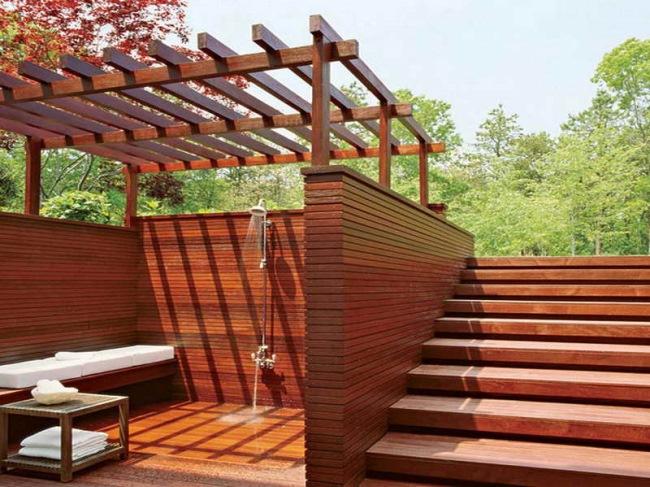 amenajare constructie dus de exterior din lemn