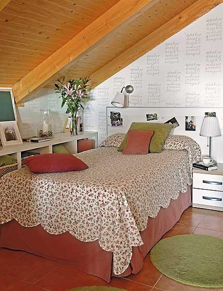 amenajare dormitor adolescent mansarda