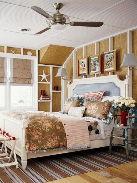 amenajare dormitor in alb maro deschis si bleu stil maritim