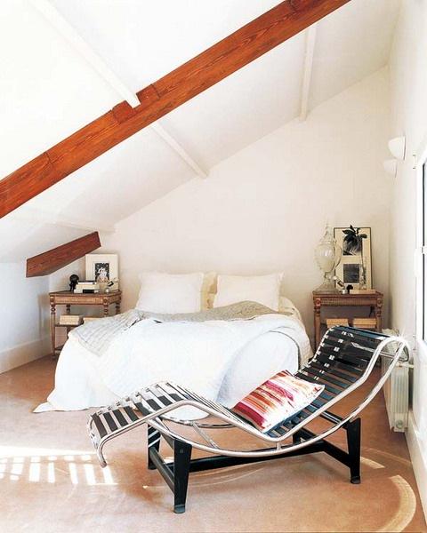 amenajare dormitor rustic mansarda