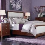 amenajare dormitor modern in nuante de mov violet si maro