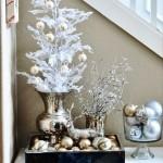 aranjament decorativ craciun masuta hol intrare casa