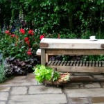 aranjament salbatic cu flori si plante de camp in gradina