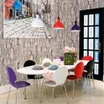 asortare scaune colorate bucatarie cu corpurile de iluminat de deasupra mesei