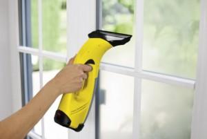 Aspirator pentru curatat geamuri – ce urmaresti cand cumperi unul