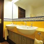 baie culoare galben