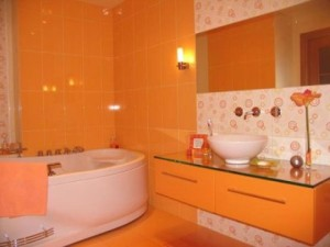 baie decorata portocaliu
