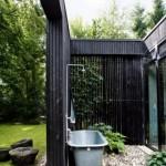 baie minimalista rustic de vara amenajata in curtea casei