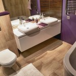 baie moderna decor maro violet