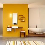 baie moderna decorata in galben gri maro si alb