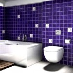 baie moderna decorata in violet si alb