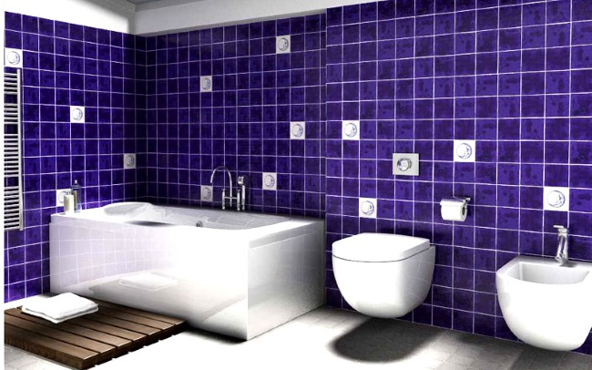 baie moderna decorata in violet si alb