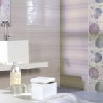 baie moderna faianta bej insertii decorative cu papadii