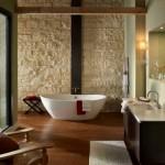 baie moderna minimalista decorata cu piatra naturala