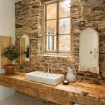 baie rustica perete piatra naturala aspect brutal